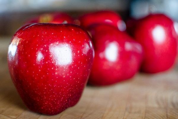 Красное яблоко для магического ритуала на похудение