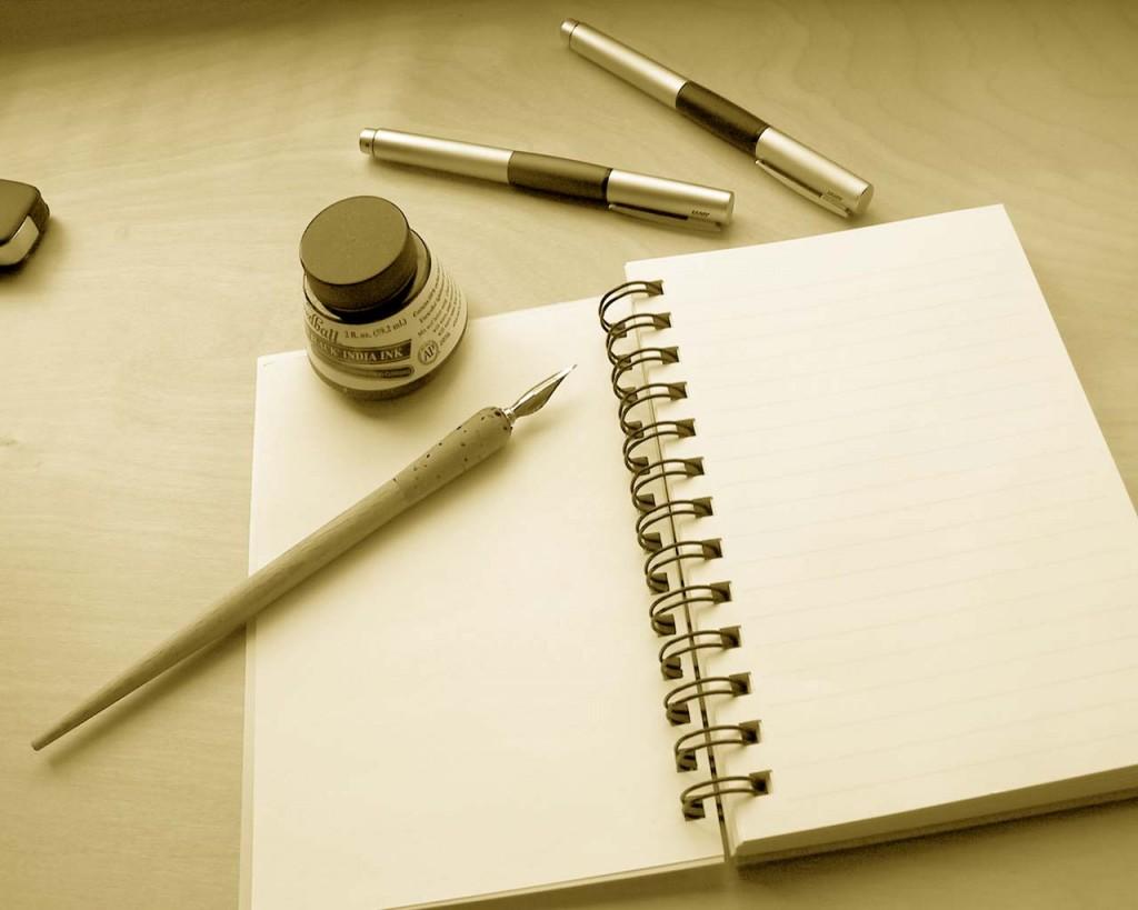Лист бумаги и ручка - основные атрибуты магического ритуала на исполнение желания