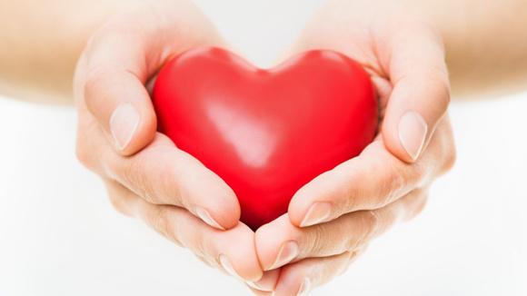 Красное восковое сердце как оберег семьи