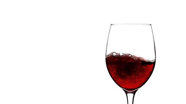 Для одного из ритуалов нужен бокал и красное вино
