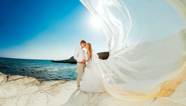Увидеть во сне свадьбу – к внезапному сюрпризу со стороны близкого человека