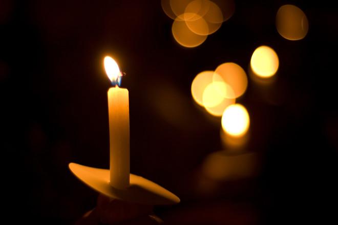 Сила заговора обусловлена действием церковных свечей