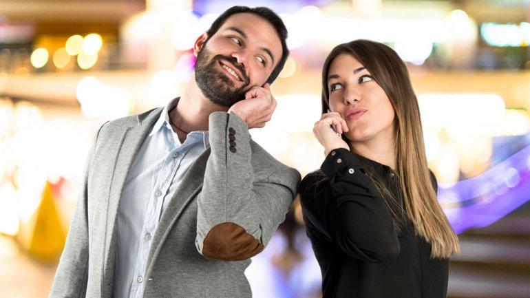 Заговор на тоску читают по мобильному телефону