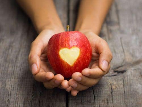 Заговор на тоску проводят с помощью яблока