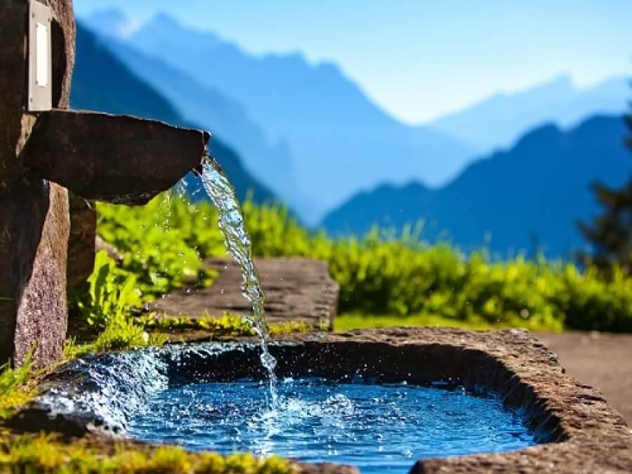 Родниковая вода очищает и привлекает удачу