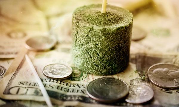 Зеленая свеча для привлечения денег и удачи